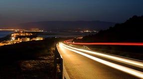 Trilhas claras na noite Fotografia de Stock Royalty Free