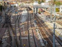Trilhas da estrada de ferro ou de estrada de ferro para o transporte do trem foto de stock royalty free