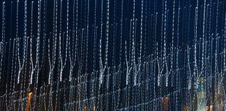 Trilhas da luz de festões do Natal, cidade agradável da noite da abstração foto de stock royalty free