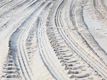 Trilhas da roda na areia imagens de stock royalty free