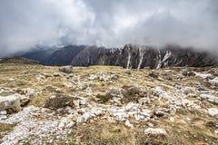 Trilhas das montanhas de Tre Cime di Lavaredo Drei Zinnen, Itália Imagem de Stock