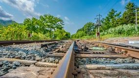 Trilhas de aço da estação de trem da oxidação fotografia de stock