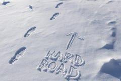 Trilhas de bota na estrada dura na neve Imagem de Stock Royalty Free
