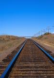 Trilhas de estrada de ferro através das planícies Fotografia de Stock Royalty Free