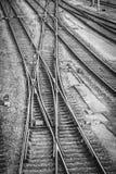 Trilhas de estrada de ferro em uma jarda do interruptor Fotografia de Stock Royalty Free