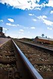 Trilhas de estrada de ferro na distância Foto de Stock Royalty Free
