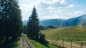 Trilhas de estrada de ferro para o elevador da montanha em Gubalowka Fotos de Stock