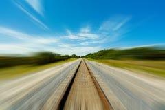 Trilhas de estrada de ferro no movimento fotografia de stock