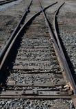Trilhas de estrada de ferro velhas, baixa perspectiva da paisagem de aço da estrada de ferro imagens de stock royalty free