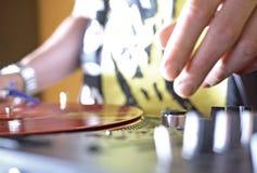 Trilhas de mistura do DJ Fotografia de Stock