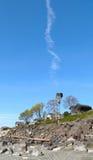 Trilhas do avião sobre a estrada de ferro Foto de Stock