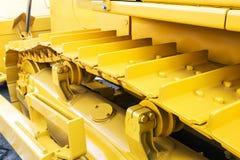 Trilhas do metal no trator Fotos de Stock