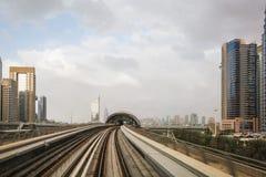 Trilhas do metro em Dubai, UAE imagem de stock royalty free