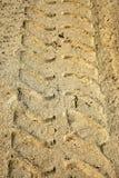 Trilhas do pneu na praia Foto de Stock Royalty Free