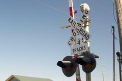 Trilhas do sinal 4 do cruzamento de estrada de ferro Fotos de Stock Royalty Free