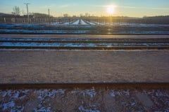 Trilhas do trem com o vinhedo no inverno Imagem de Stock Royalty Free