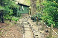 Trilhas do trem do jardim zoológico foto de stock