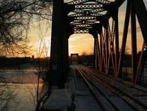 Trilhas do trem do Lit do nascer do sol Fotos de Stock Royalty Free