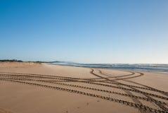 Trilhas na praia Foto de Stock Royalty Free