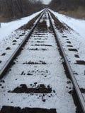 Trilhas nevado do trem imagens de stock royalty free