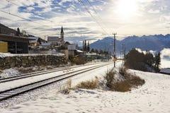 Trilhas railway cobertos de neve em uma paisagem do inverno Imagem de Stock