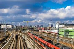 Trilhas railway da cidade, em Berlim Imagens de Stock