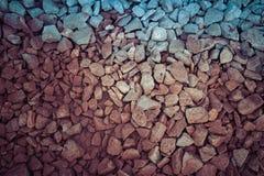 trilhas Railway da rocha vermelha, filtro de pedra do vintage do fundo Foto de Stock Royalty Free