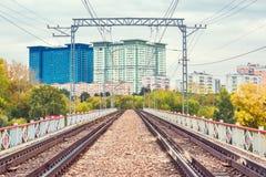 Trilhas Railway na ponte Foto de Stock Royalty Free