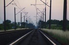 Trilhas Railway no crepúsculo Fotos de Stock Royalty Free