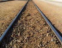 Trilhas Railway que desaparecem na distância Fotografia de Stock Royalty Free