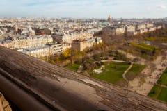 Trilho da torre Eiffel e a vista de Paris Imagens de Stock Royalty Free