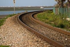 Trilho do trem da curva fotografia de stock royalty free