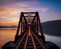 Trilho indiano da fotografia do por do sol das estradas de ferro fotos de stock