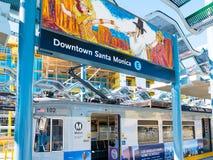 Trilho leve do metro em Santa Monica Platform do centro Foto de Stock Royalty Free