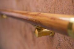 Trilhos, corrimão, corrimão bonito Linha de madeira trilho handrail foto de stock royalty free