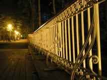 Trilhos da ponte na noite Fotografia de Stock Royalty Free