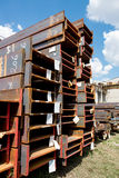 Trilhos de aço inoxidável depositados nas pilhas Fotografia de Stock