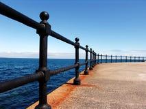 Trilhos do metal em um beira-mar Foto de Stock Royalty Free