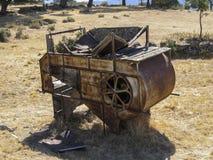 Trilladora abandonada en el campo foto de archivo libre de regalías