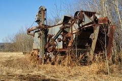 Trilladora antigua abandonada foto de archivo