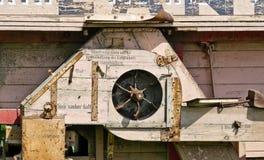 Trilladora de madera vieja imagen de archivo libre de regalías