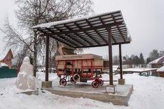 Trilladora un 17 de febrero de 2018 alemán viejo en el pueblo de Vyats fotos de archivo libres de regalías