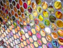 Trillende kleurrijk gevormd om patronenachtergrond royalty-vrije stock afbeeldingen