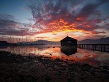 Trillende zonsopgang bij meer Attersee in Salzkammergut, Oostenrijk Royalty-vrije Stock Fotografie