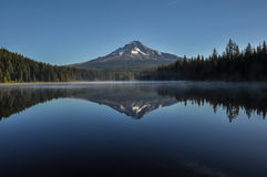 Trillium Lake early morning with Mount Hood, Oregon, USA Royalty Free Stock Photography
