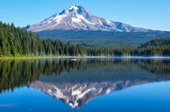 Trillium Lake early morning with Mount Hood, Oregon, USA Stock Images