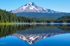 Trillium Lake early morning with Mount Hood, Oregon, USA.  Stock Images