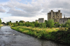 Trim Castle. (Trim, County Meath, Ireland) on the banks of the Boyne River in County Meath, is the largest Anglo-Norman Castle in ireland and was used as Stock Photos