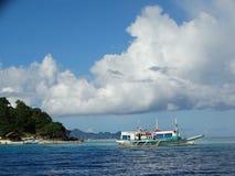 Trimaran bij paradijs tropisch eiland, Coron, Filippijnen royalty-vrije stock afbeelding