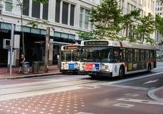 TriMet autobusy w centrum Portlandzki Oregon fotografia stock